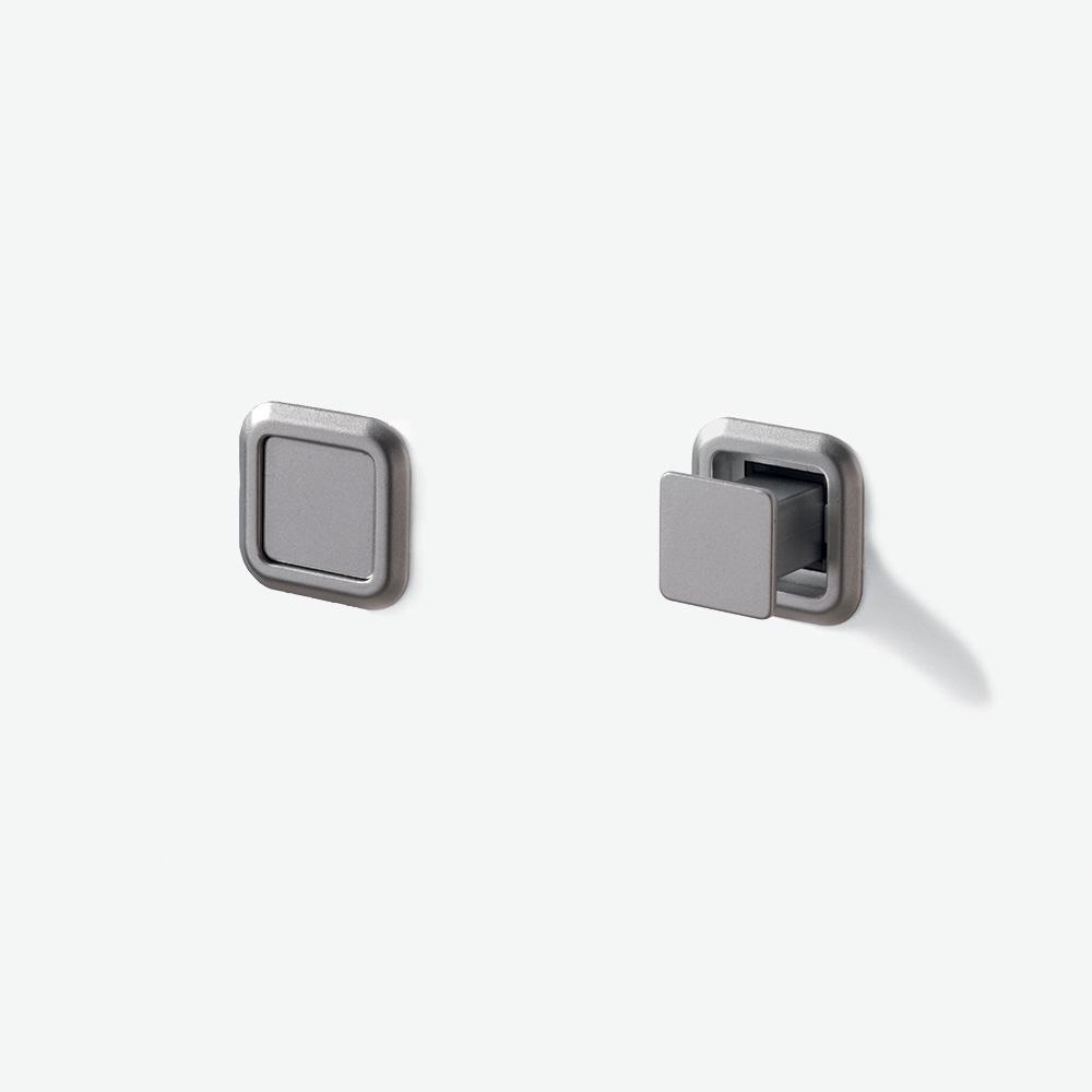 Garniture tire-porte avec bouton 1